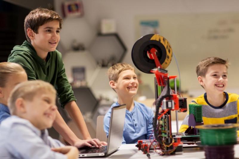 Какво е влиянието на технологиите и как да извлечем максималното от тях за децата между 5 и 15 години?